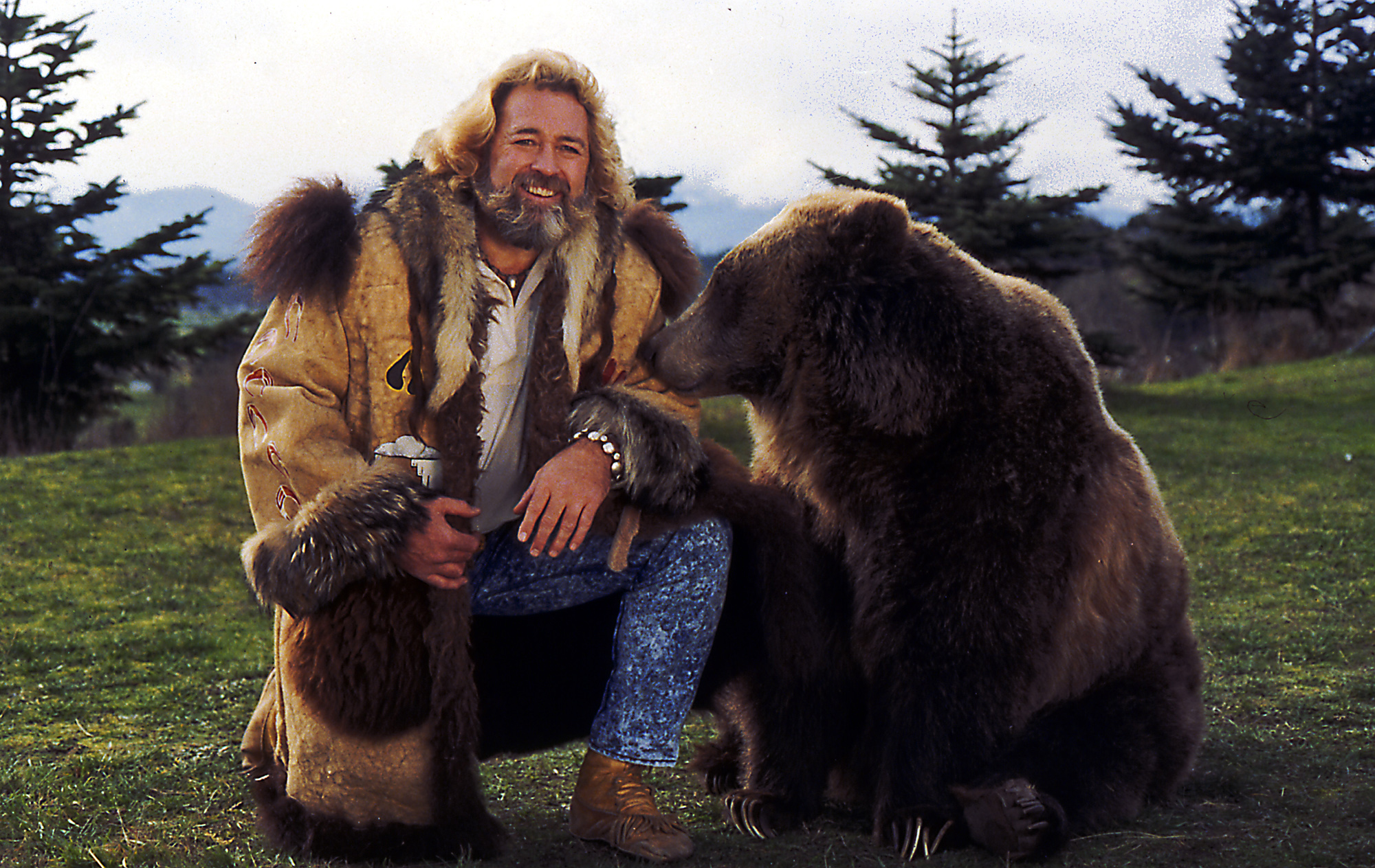 [Image: dan_haggerty_with_bear_very20small.jpg]