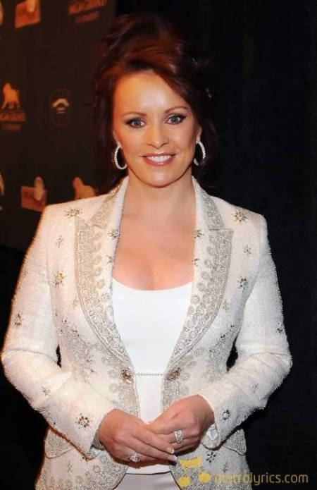 here's SHEENA EASTON today on her 52nd birthday…still gorgeous…