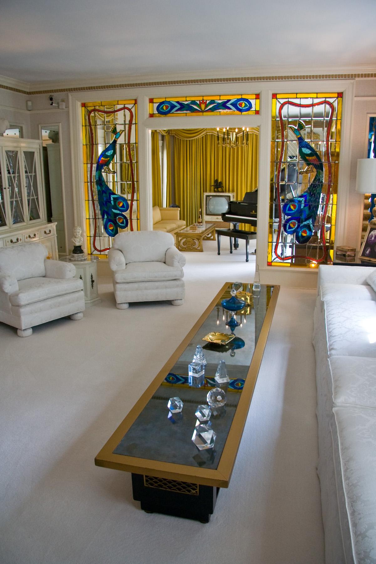 Graceland Upstairs Bathroom http://jaydeanhcr.wordpress.com/2011/08/16 ...
