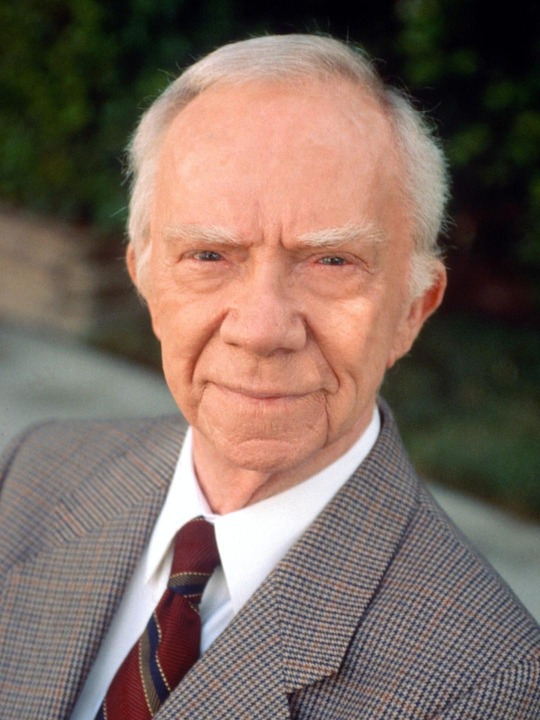 Picket Fences (CBS) 1992-1996<br /><br /> Shown: Ray Walston