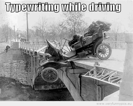 funny-picture-typewriting-while-driving