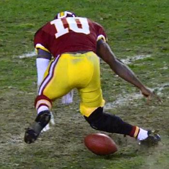 Robert_Griffin_III_Knee_Injury_2_Redskins_Seahawks