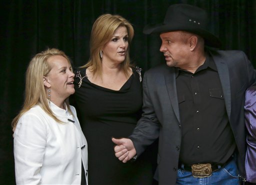 Mary Chapin Carpenter, Garth Brooks, Trisha Yearwood