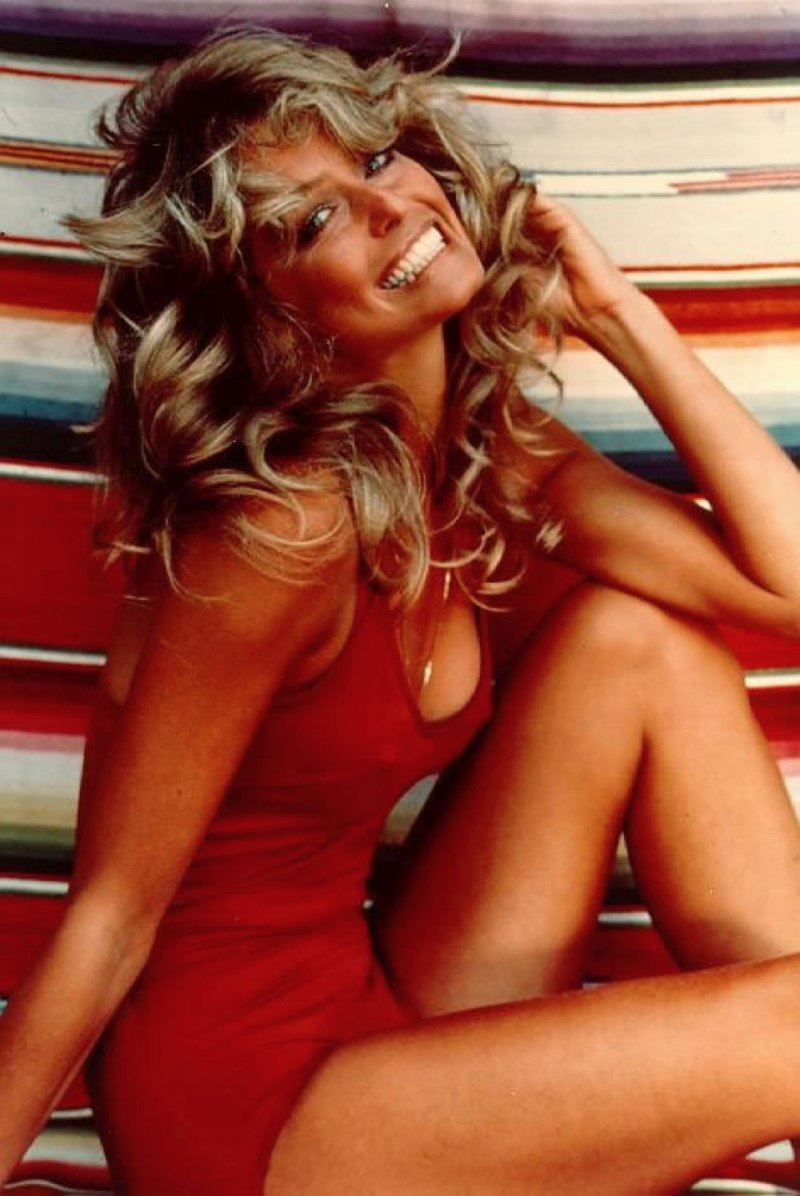Farrah-Fawcett-in-her-famous-red-swimsuit-poster-pose-from-1977
