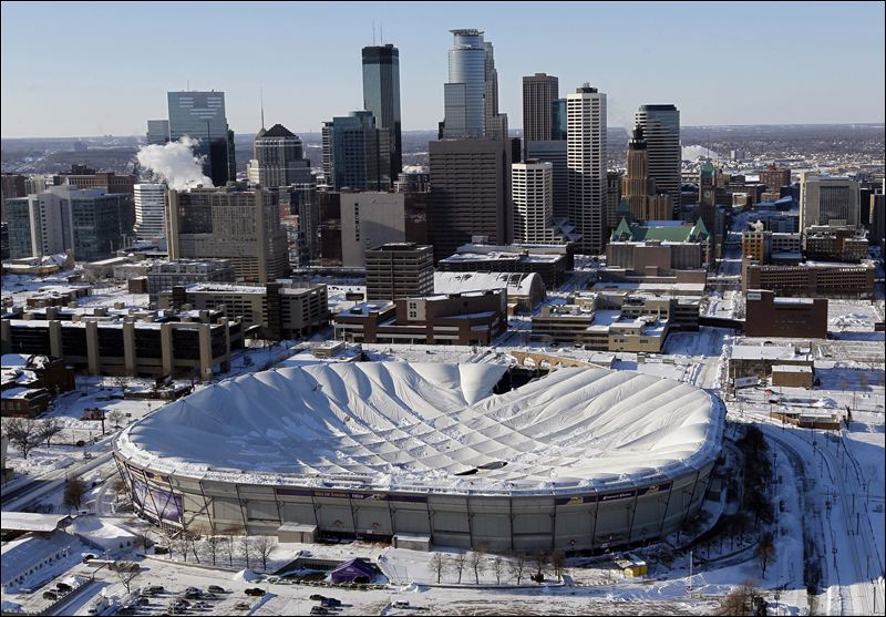 Vikings-Giants-head-to-Detroit-after-Metrodome-roof-collapses