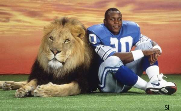 barry-sanders-and-lion-600x368