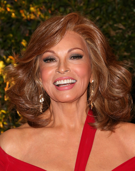 Raquel+Welch+Arrivals+Governors+Awards+Hollywood+CuUw05_Szfyl
