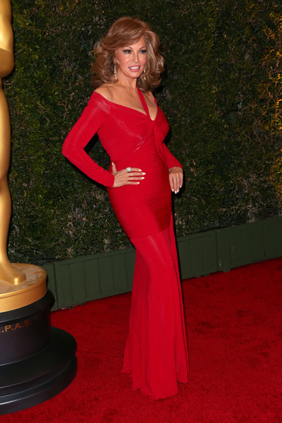 Raquel+Welch+Arrivals+Governors+Awards+Hollywood+SiZXsl1WKdpl