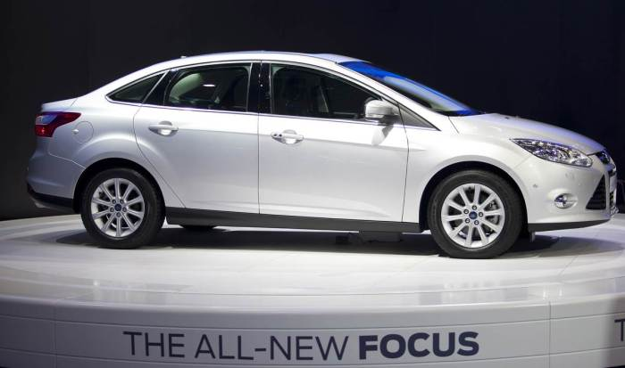 2014-ford-focus-sedan