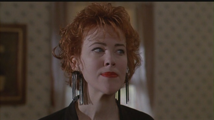 Catherine-O-Hara-as-Delia-Deetz-in-Beetlejuice-catherine-ohara-23865316-1360-768