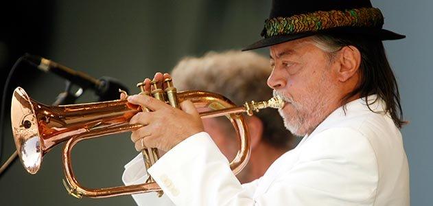 Chuck-Mangione-jazz-musician-631_jpg__800x600_q85_crop