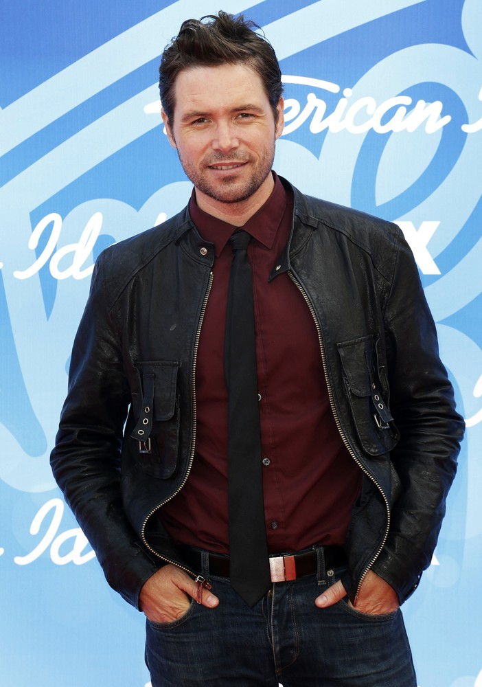 michael-johns-american-idol-finale-results-show-live-01