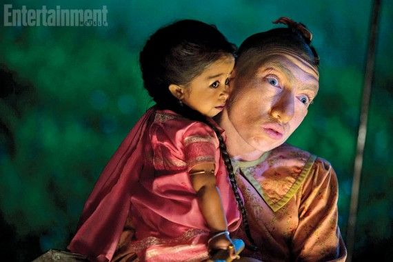 American-Horror-Story-Freak-Show-Naomi-Grossman-and-Jyoti-Amge-570x380