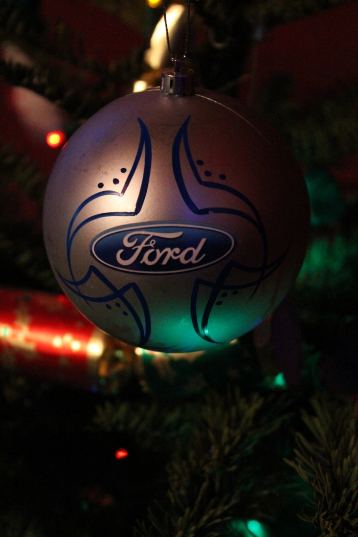 ford_christmas_ornament