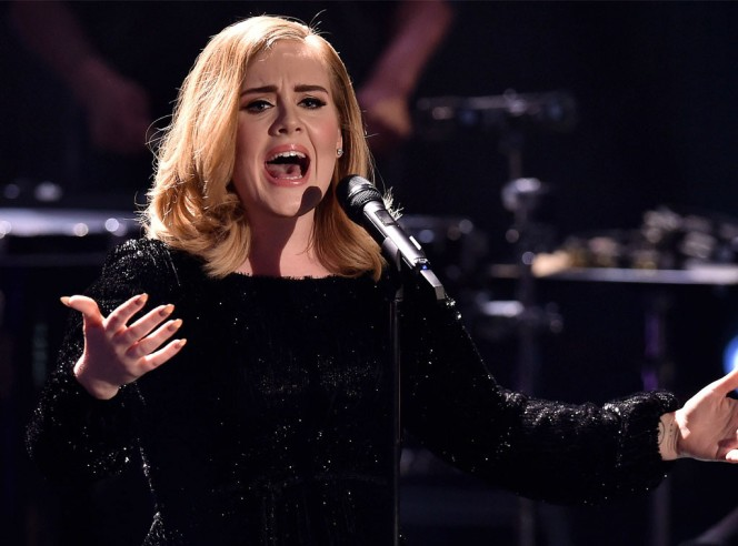 rs_1024x759-151207091054-1024-Adele-Germany-On-Stage-JR-120715