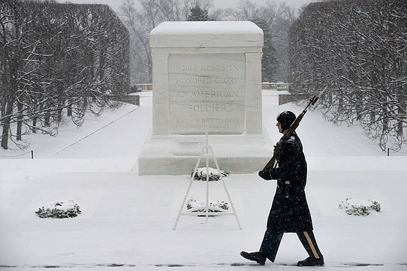 Old_Guard_tomb_unknown_2015_t590